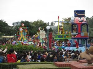 TDL【クリスマスパレード】停止