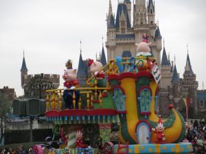 TDL【クリスマスパレード】三匹のこぶたフロート