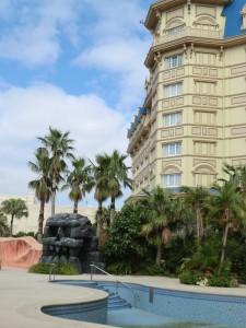 ディズニーランドホテルのプール1