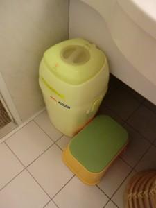 【オリエンタルホテル東京ベイ】おむつ用ゴミ箱と踏み台